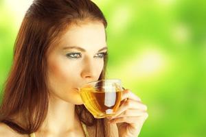 Какой чай пить при отравлении: можно ли крепкий чёрный или зелёный с сахаром